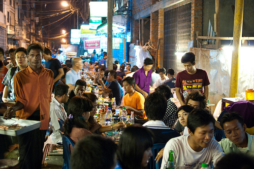 Nachtleben/ Nightlife in Myanmar: Der Night Market in China Town, Yangon