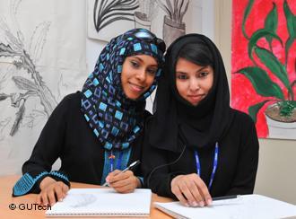 Junge Frauen im Oman