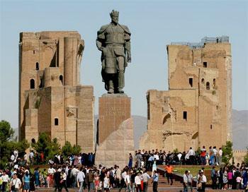 Shahrisabz: Amir-Timur-Statue